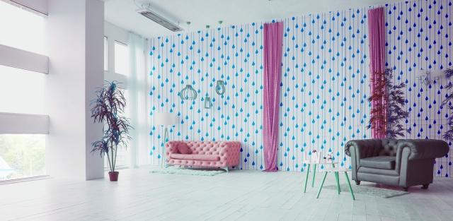水玉模様の壁紙のリビング